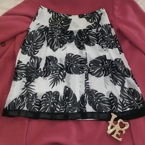 Worthington Pleated sheer skirt lined SIZE 8